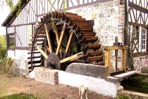 Restauration d\'une grande roue de poitrine en Normandie - La roue tourne 1