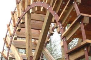 Installation d\'une roue dans un jardin public - La roue est terminée 7