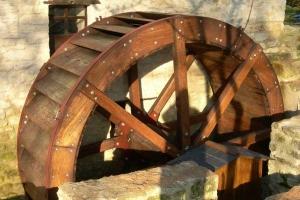 Restauration d'une roue à augets et installation d'un système de production d'électricité - La roue est terminée 10